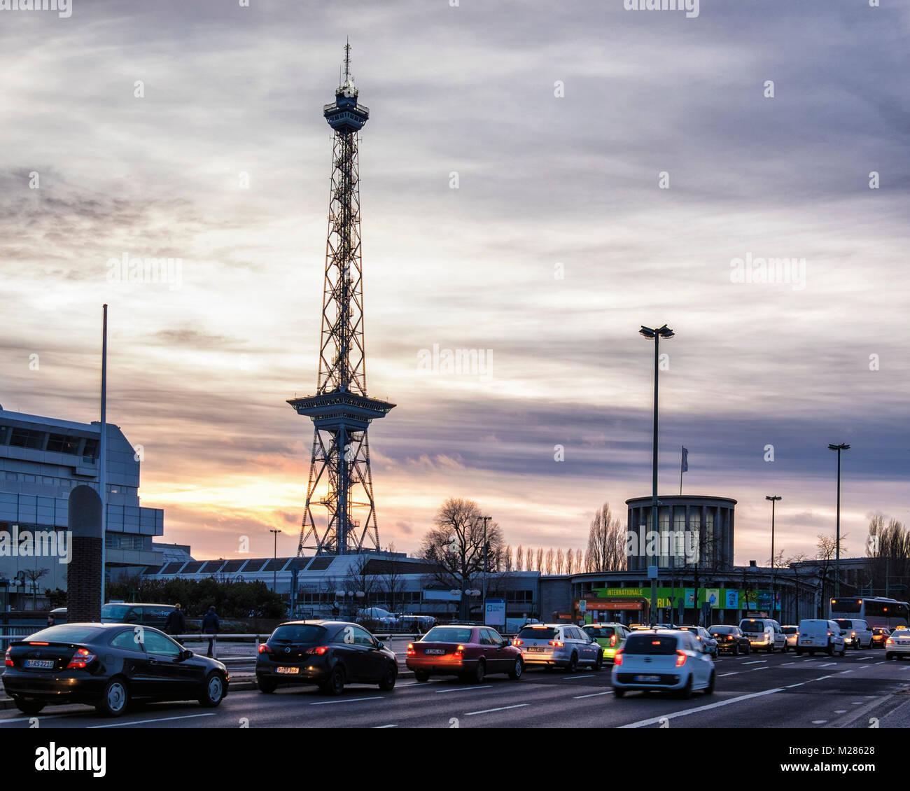 Berlín Funkturm torre de radio. Antigua torre de radiodifusión con ...