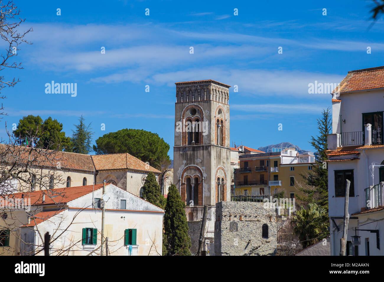 Ravello, Campania, Italia 12 de marzo de 2017 vista de la ciudad campanario de Ravello, un punto de referencia para Imagen De Stock
