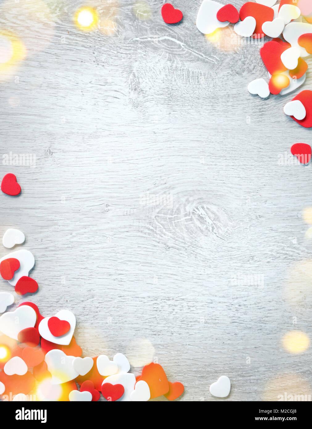 Bonito y romántico marco. Decorativos corazones en rojo y blanco de ...
