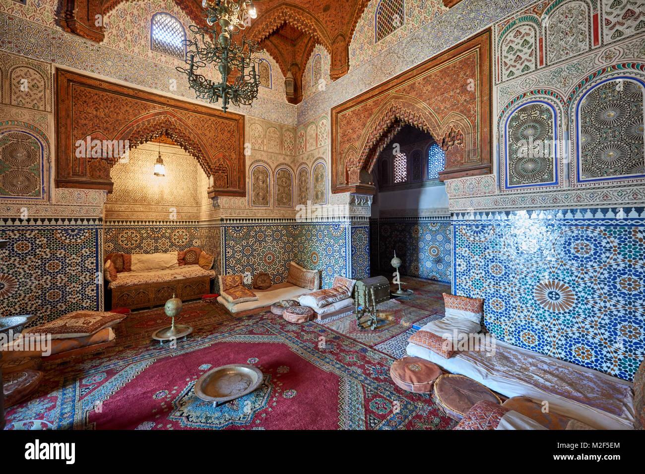 Interior foto de hermosa arquitectura morisca y del interior en el Museo Dar Jamai, Meknes, Marruecos, África Foto de stock