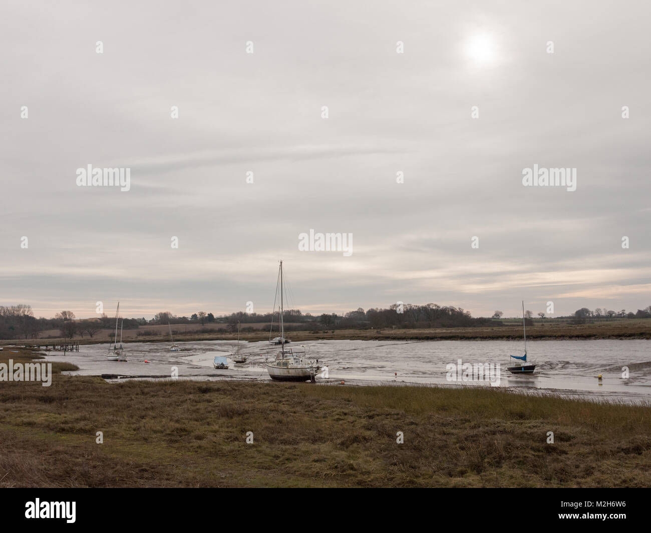 Otoño invierno nublado nublado oscuro escena harbour estuario; essex; Inglaterra; uk Imagen De Stock