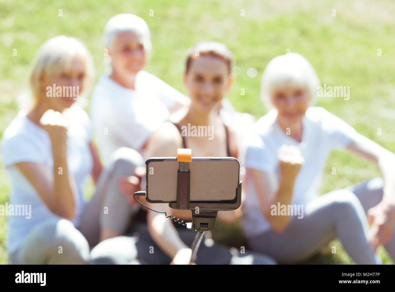 El enfoque selectivo de un smartphone innovador Imagen De Stock