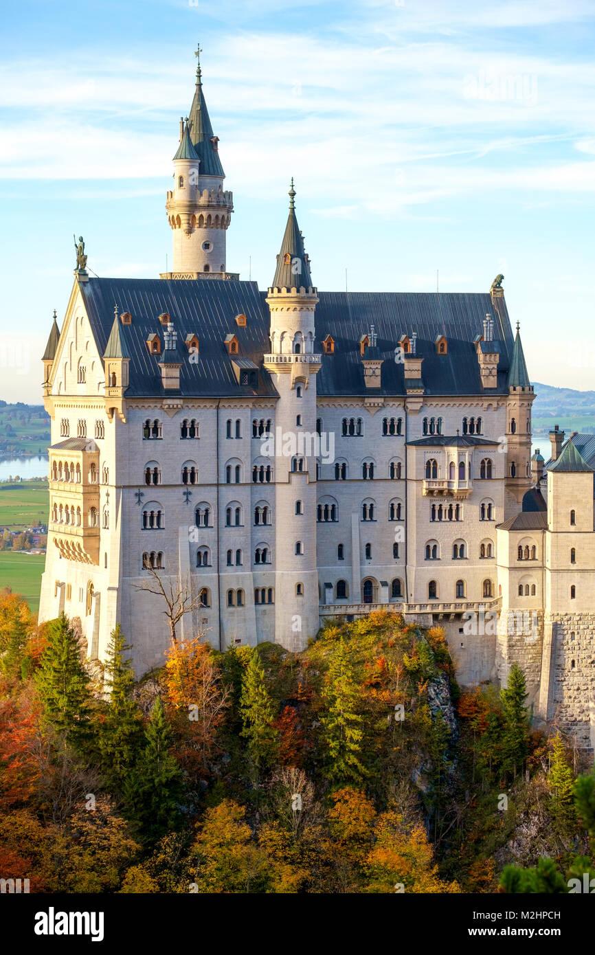 Hermosa vista del castillo de Neuschwanstein en otoño en Baviera, Alemania Imagen De Stock