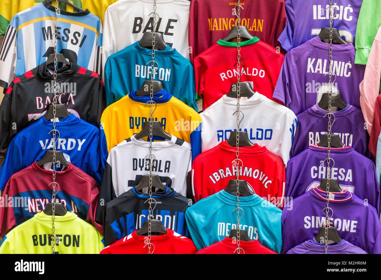 753b49a88b7d7 Camisetas de fútbol con nombres de jugadores de fútbol para la venta en  Ventas cala