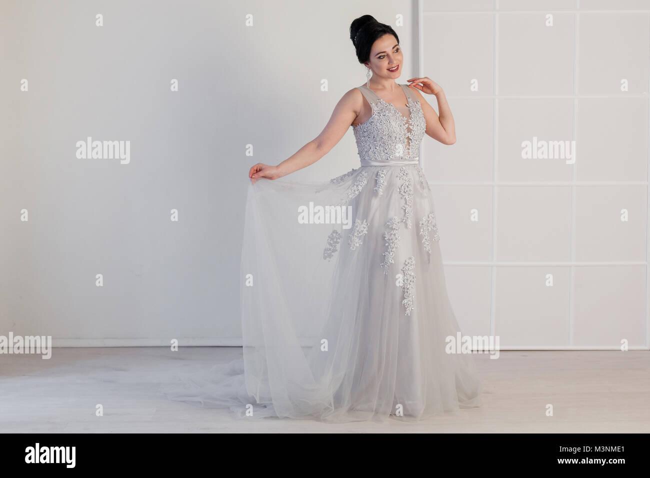 Wedding Dress In Shop Window Imágenes De Stock & Wedding Dress In ...