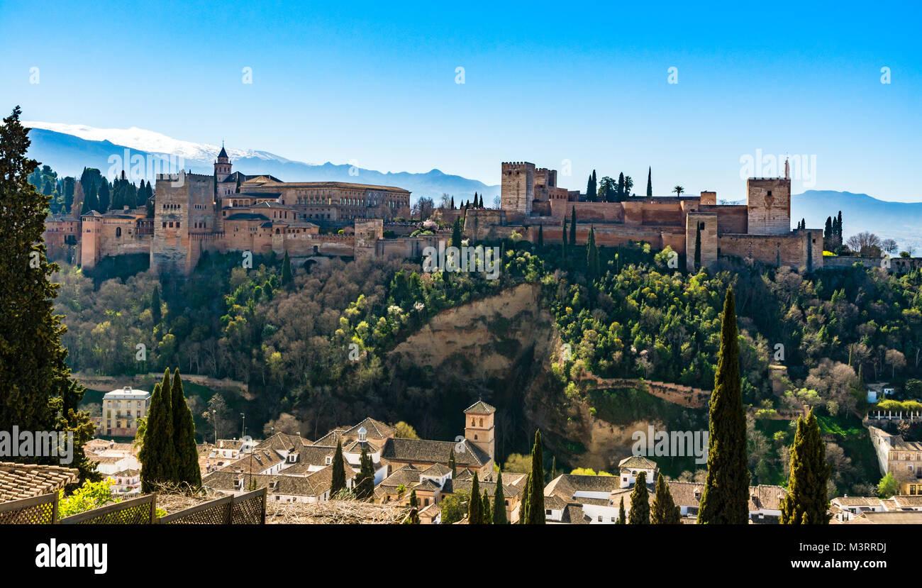 Granada, España: palacio de la Alhambra y fortaleza. Imagen De Stock