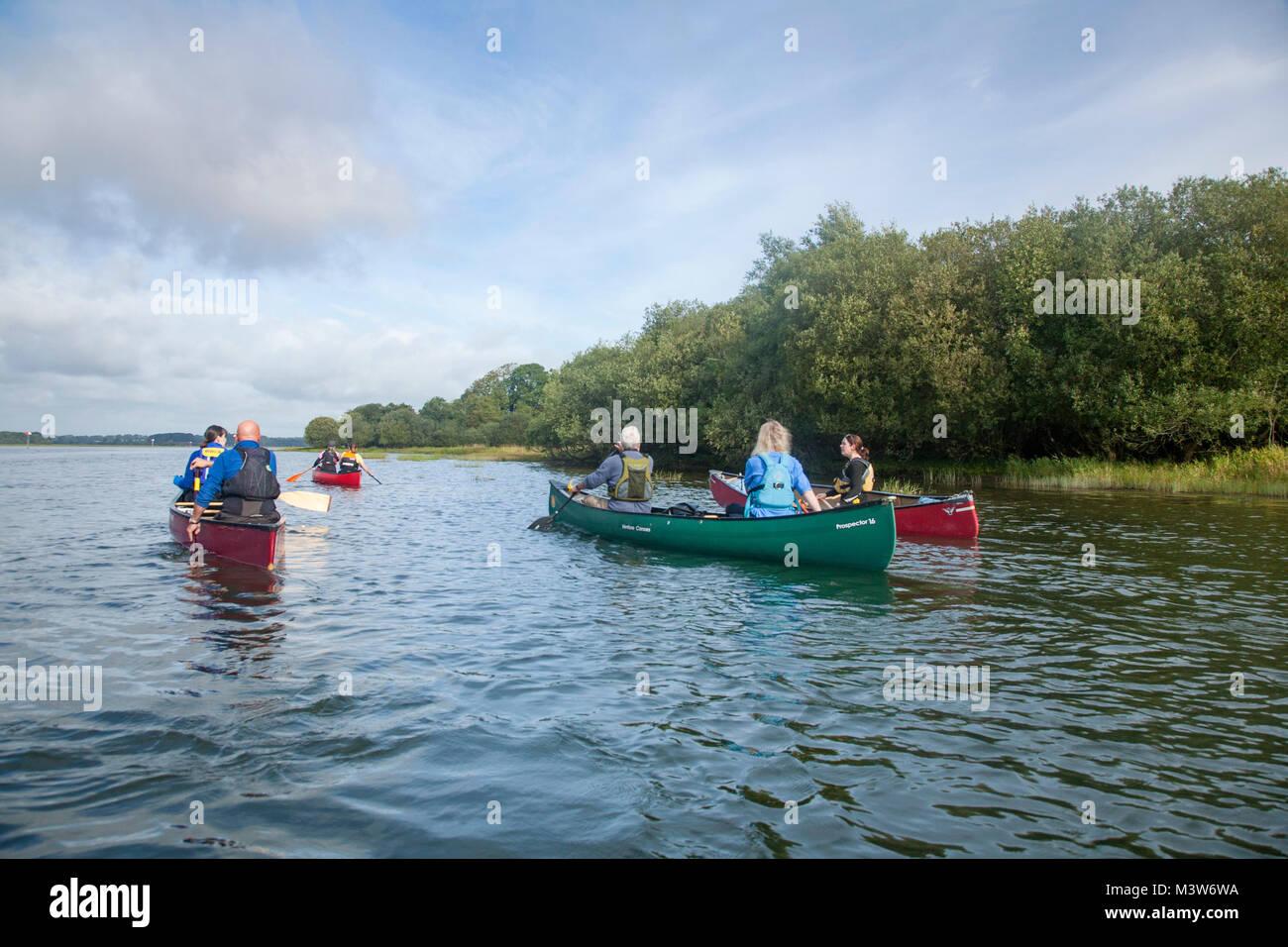 Canotaje en el Río Bann cerca Toome, Condado de Antrim, Irlanda del Norte. Imagen De Stock