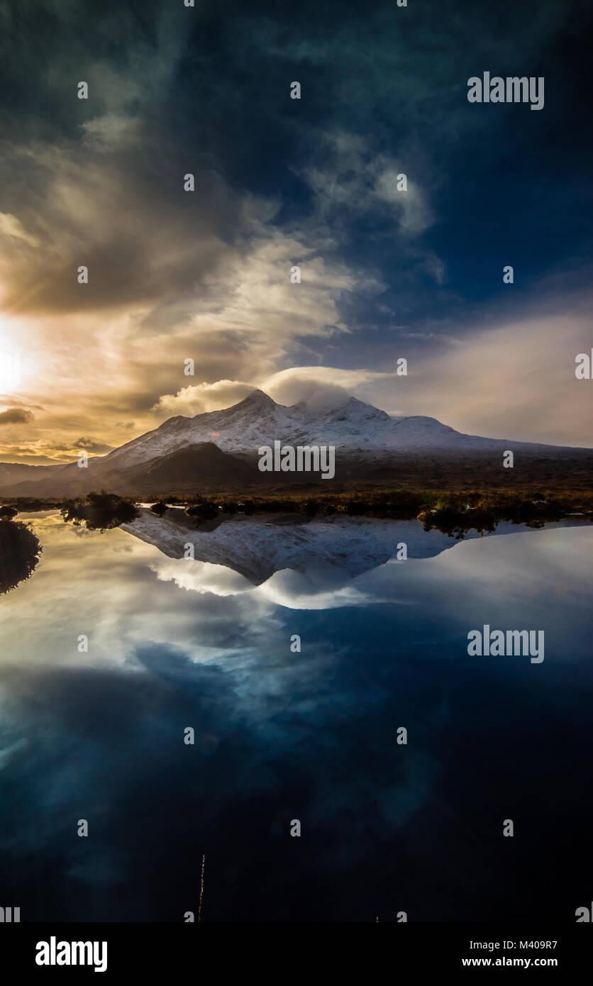 Las Cuillin reflejado - Isla de Skye Imagen De Stock