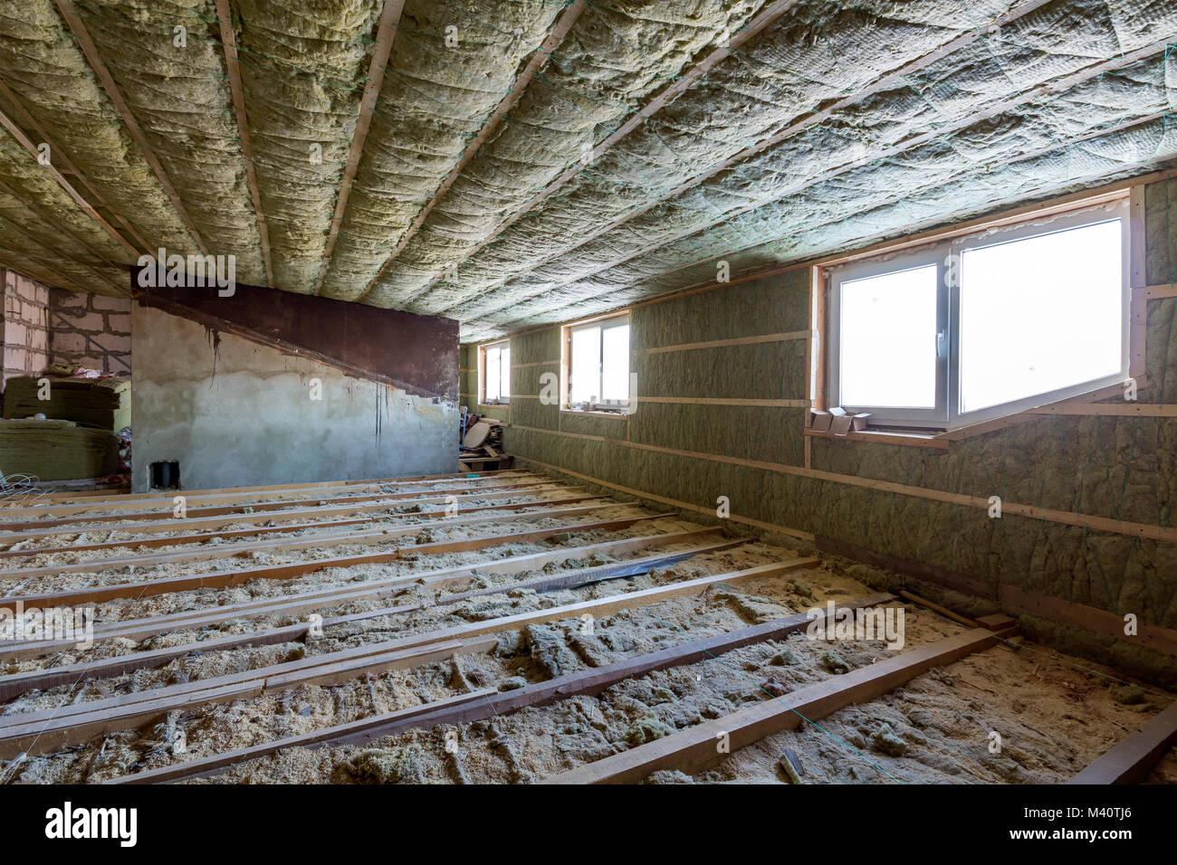 Tico casa en construcci n paredes y techos de buhardilla - Aislamiento de paredes ...