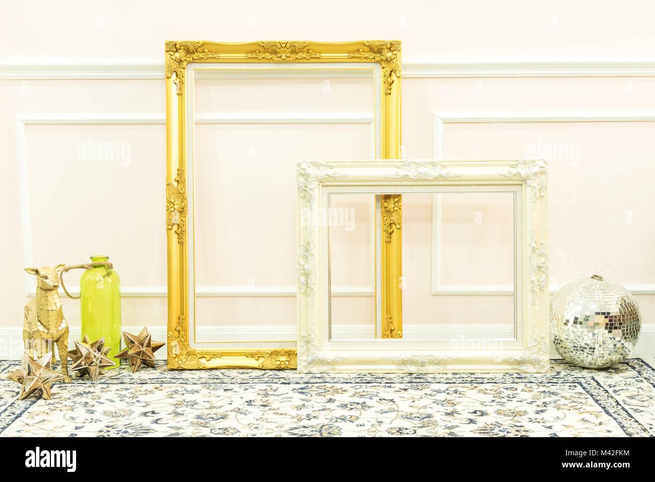 Vintage en blanco y oro blanco y marcos de madera decorativa en el ...