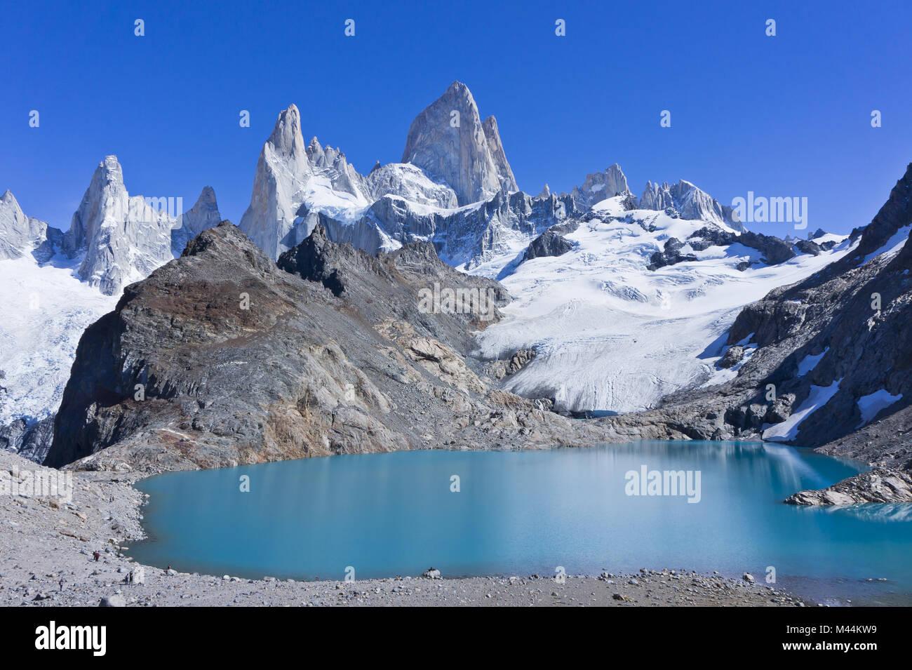 La Patagonia, el Cerro Fitz Roy. Vista desde el lago Imagen De Stock