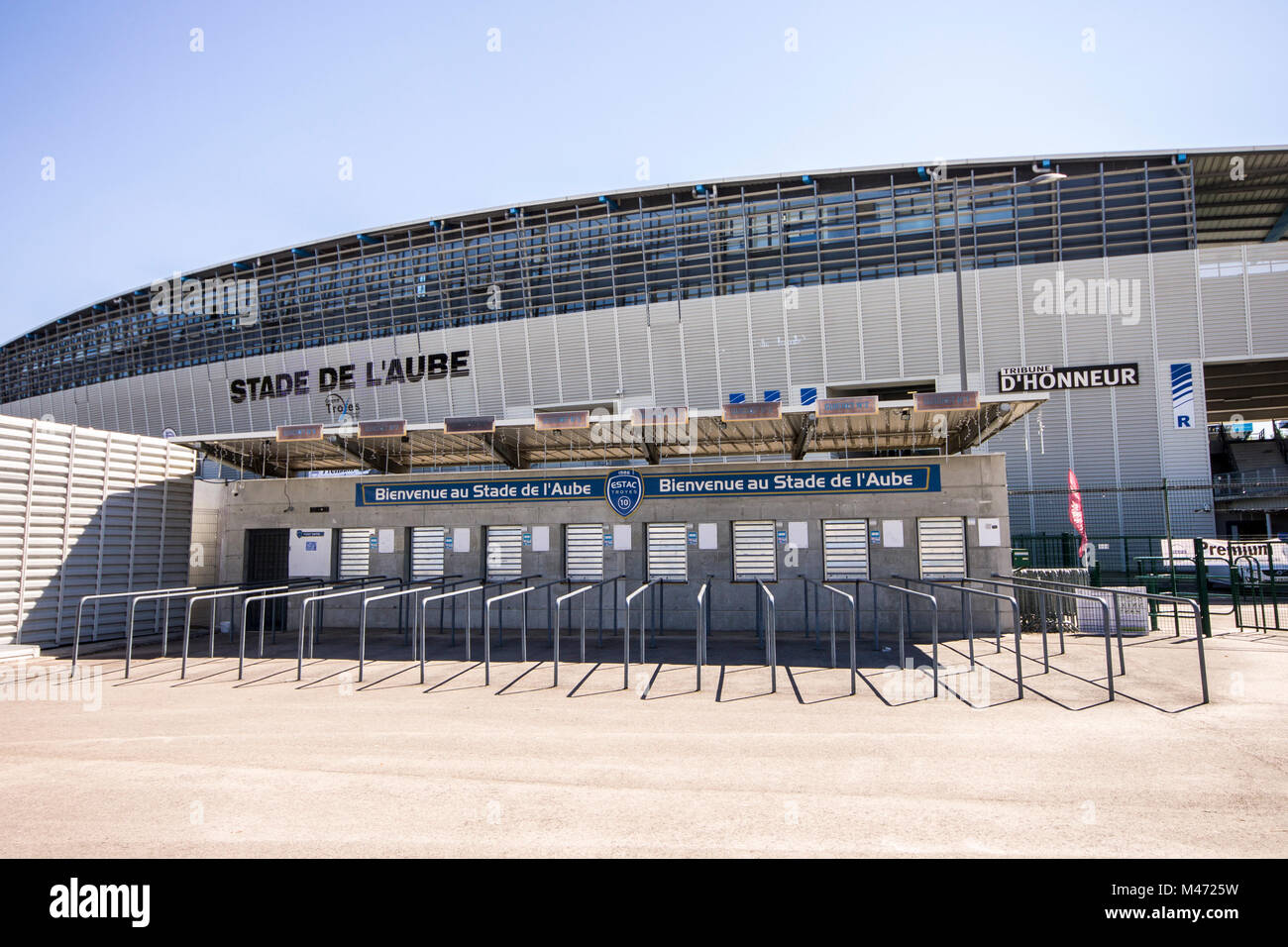 El Stade de l'Aube, un estadio multiuso en Troyes, Francia, que actualmente se utiliza principalmente para partidos Imagen De Stock