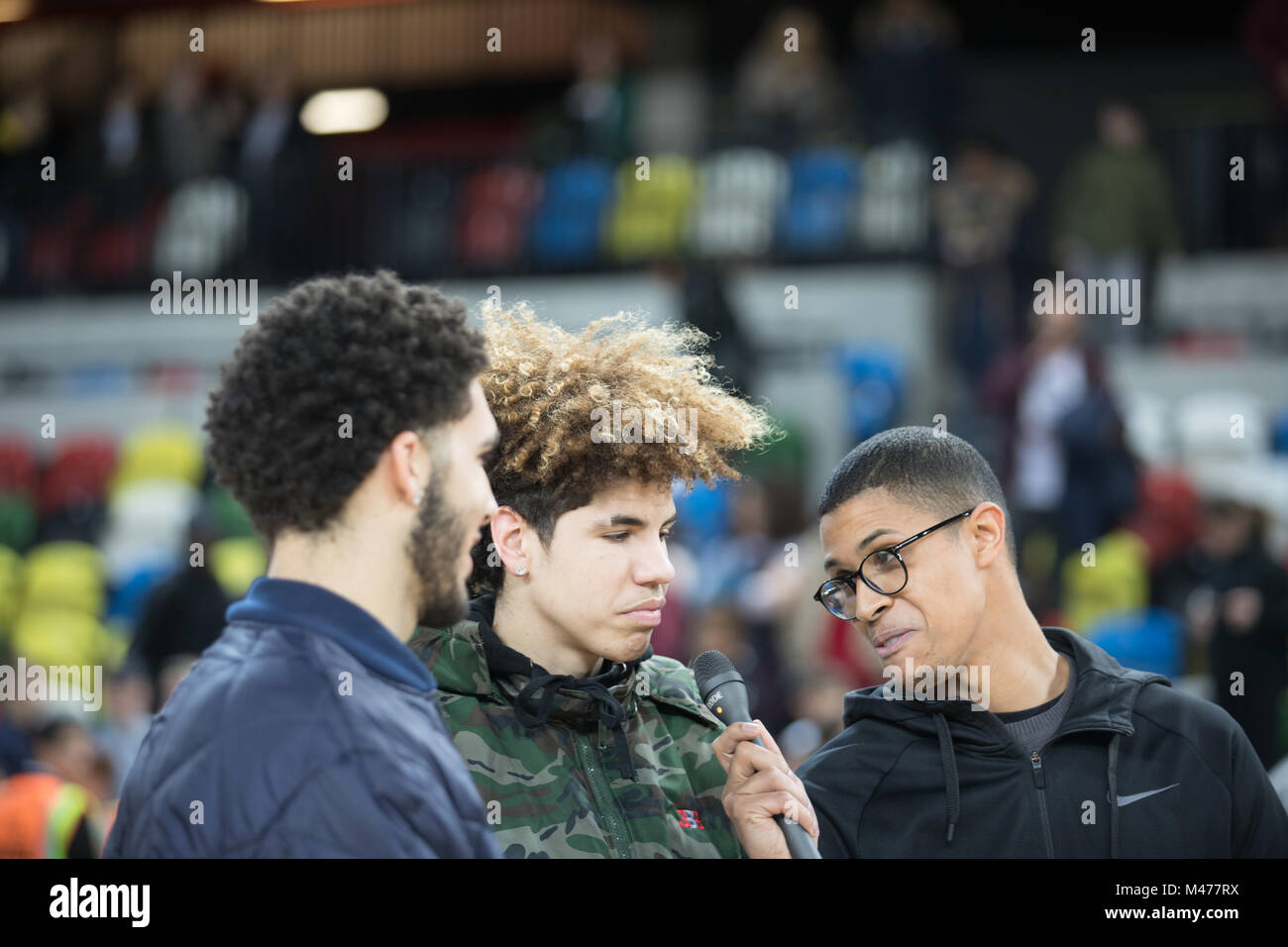 Londres, Reino Unido el 14 de febrero, 2018. Bola de lavar y su familia en el BBL baloncesto primera pierna semi Imagen De Stock