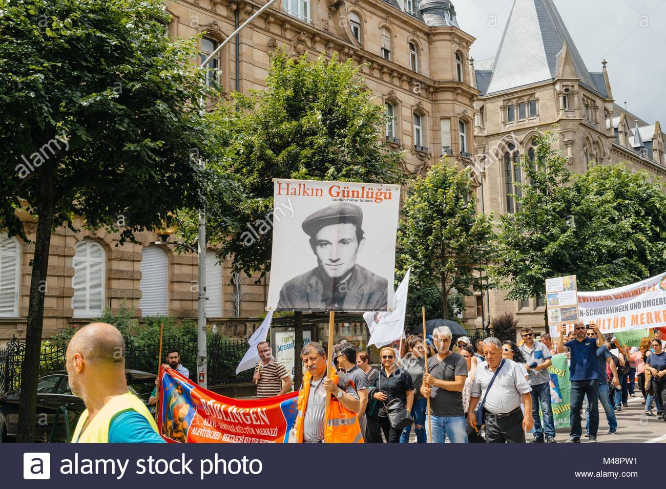Miembros de Turquía la comunidad comunidad aleví protestando Imagen De Stock