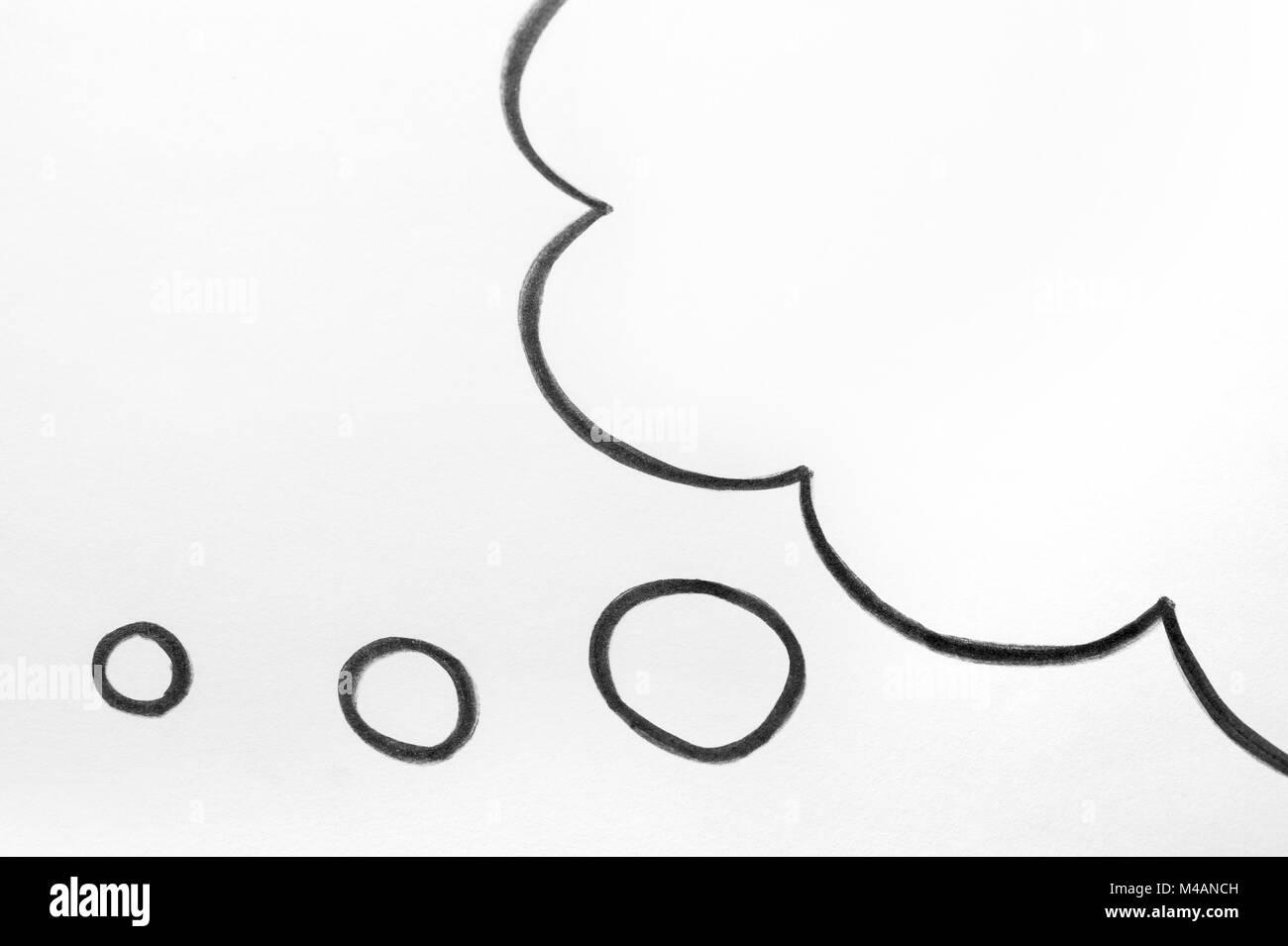 Nube de pensamiento y de expresión del pensamiento globo burbuja dibujadas a mano en papel. Imagen De Stock