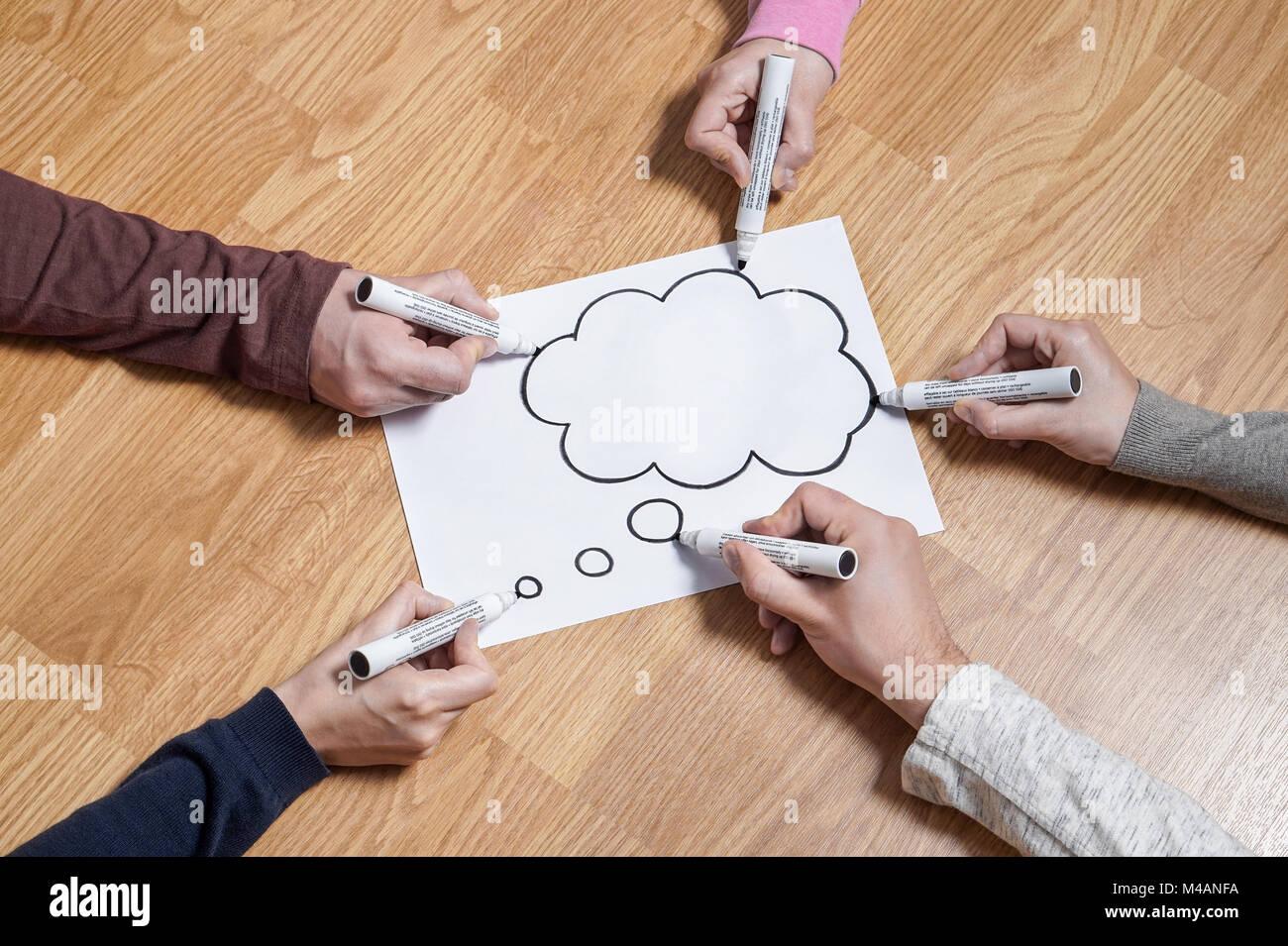 Discurso de burbuja de pensamiento y pensamiento globo cloud. Lluvia de ideas nuevas juntas de comercialización Imagen De Stock