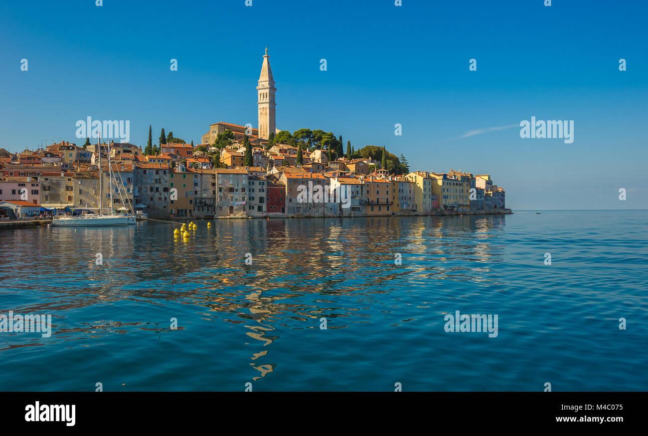 Casco antiguo de la ciudad de Rovinj, Península de Istria, Croacia Foto de stock