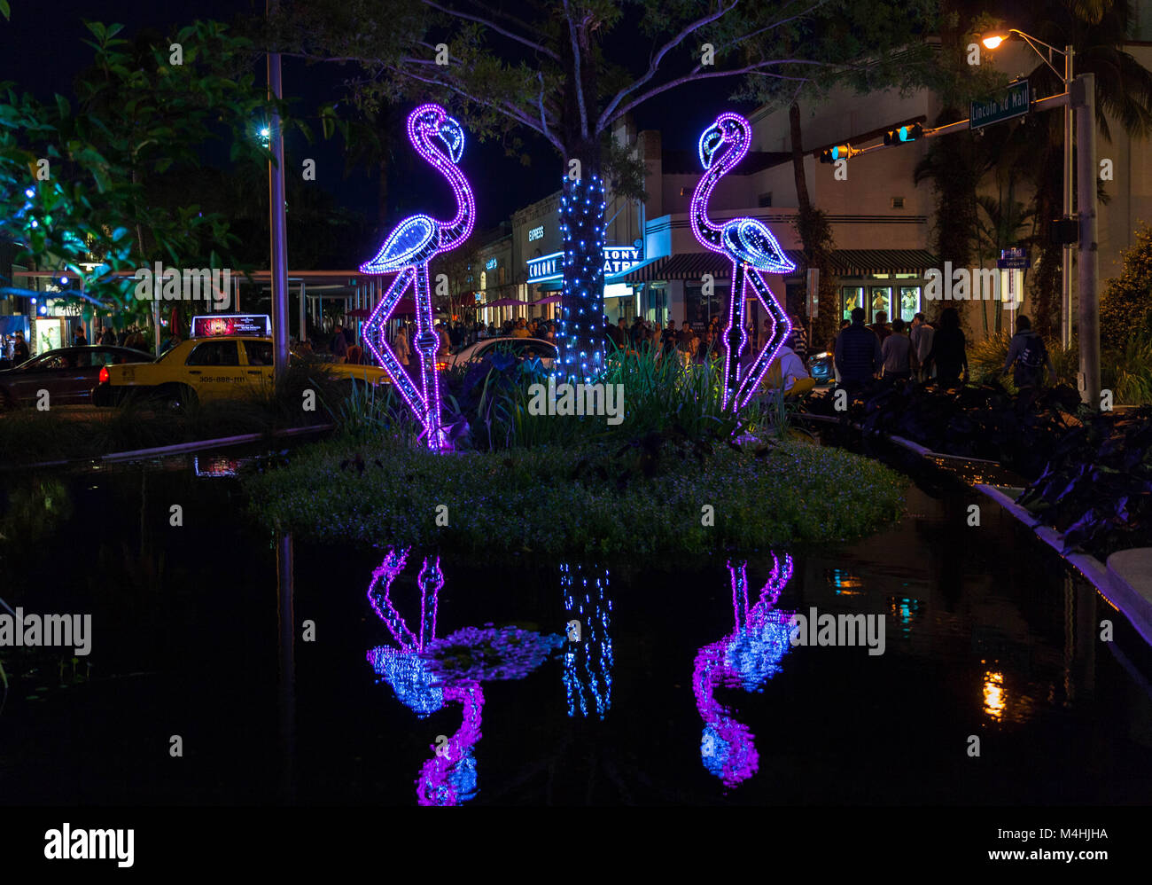 Flamingos luminosa, Lincoln Road, Miami Beach, Florida, EE.UU. Imagen De Stock