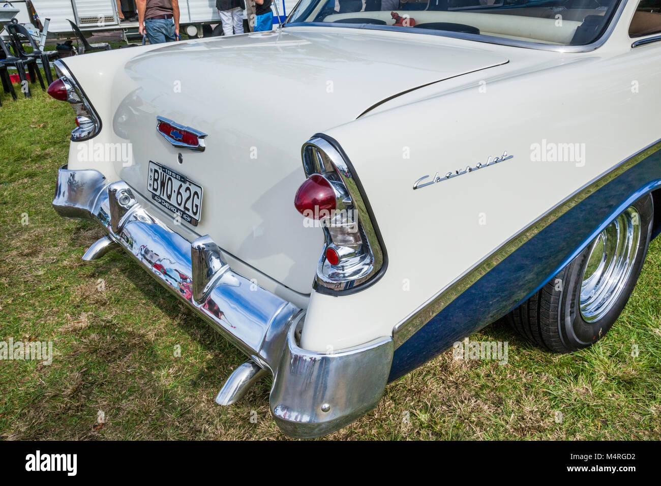 Australia, Nueva Gales del Sur, de la Costa Central, la entrada, el elegante parte trasera de un 1956 Chevrolet Imagen De Stock