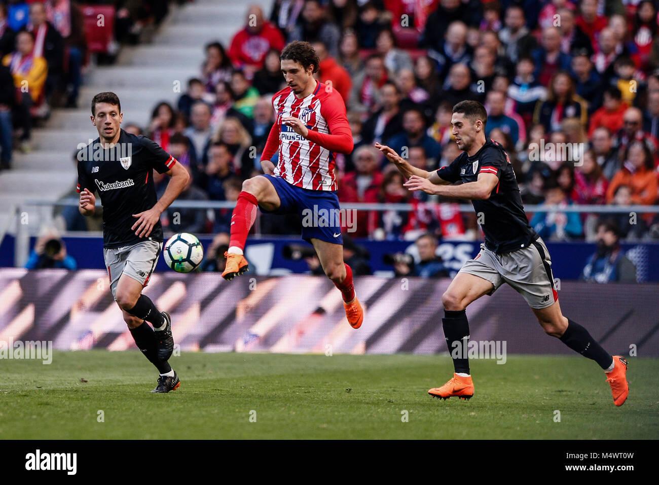 bc56ca572b91b Sime Vrsaljko (Atlético de Madrid) controla el balón La Liga partido entre  el Atlético