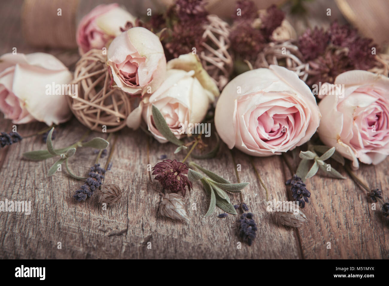 Bayas blanco y rosas blancas Ramo Posy de boda en Rosa Lavanda /& Blanco