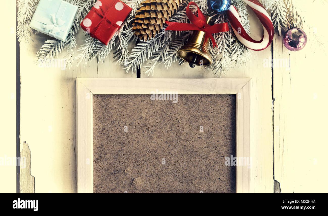 Navidad antecedentes y marco blanco. Adornos de Navidad Foto ...