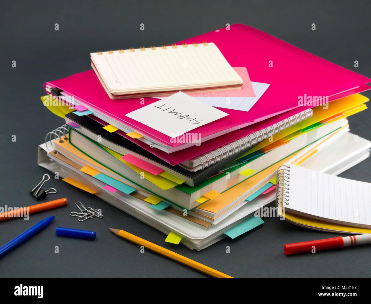 El montón de documentos de negocio; Presentar Imagen De Stock