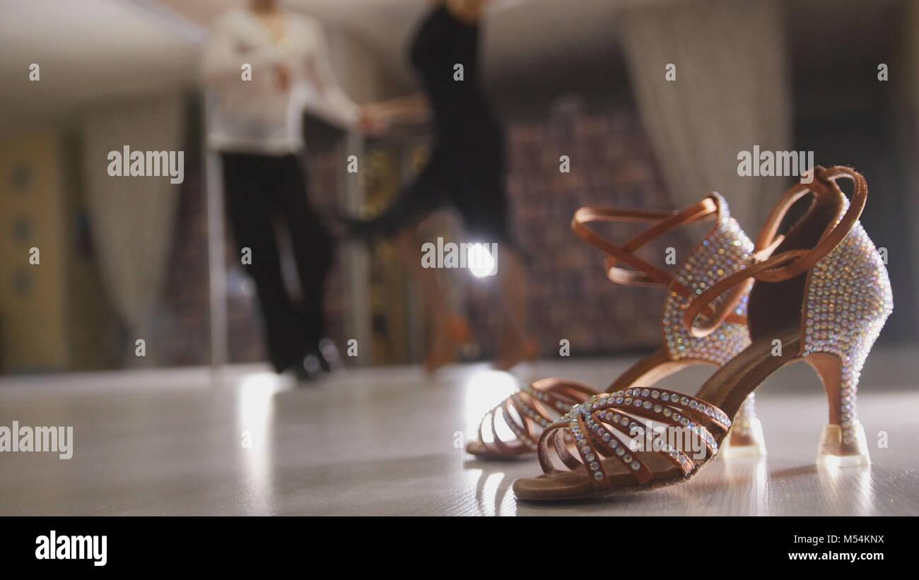 Mujer Profesional Y Bailando De Borrosa En Trajes Hombre Baile R5T1qWZW