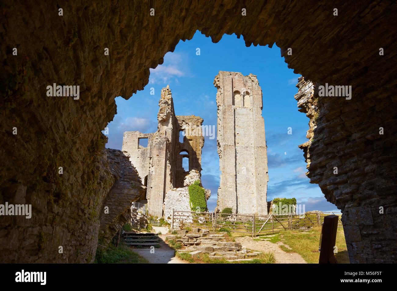 El castillo Corfe mantener cloase medieval, construido en 1086 por Guillermo el Conquistador, Dorset, Inglaterra Imagen De Stock