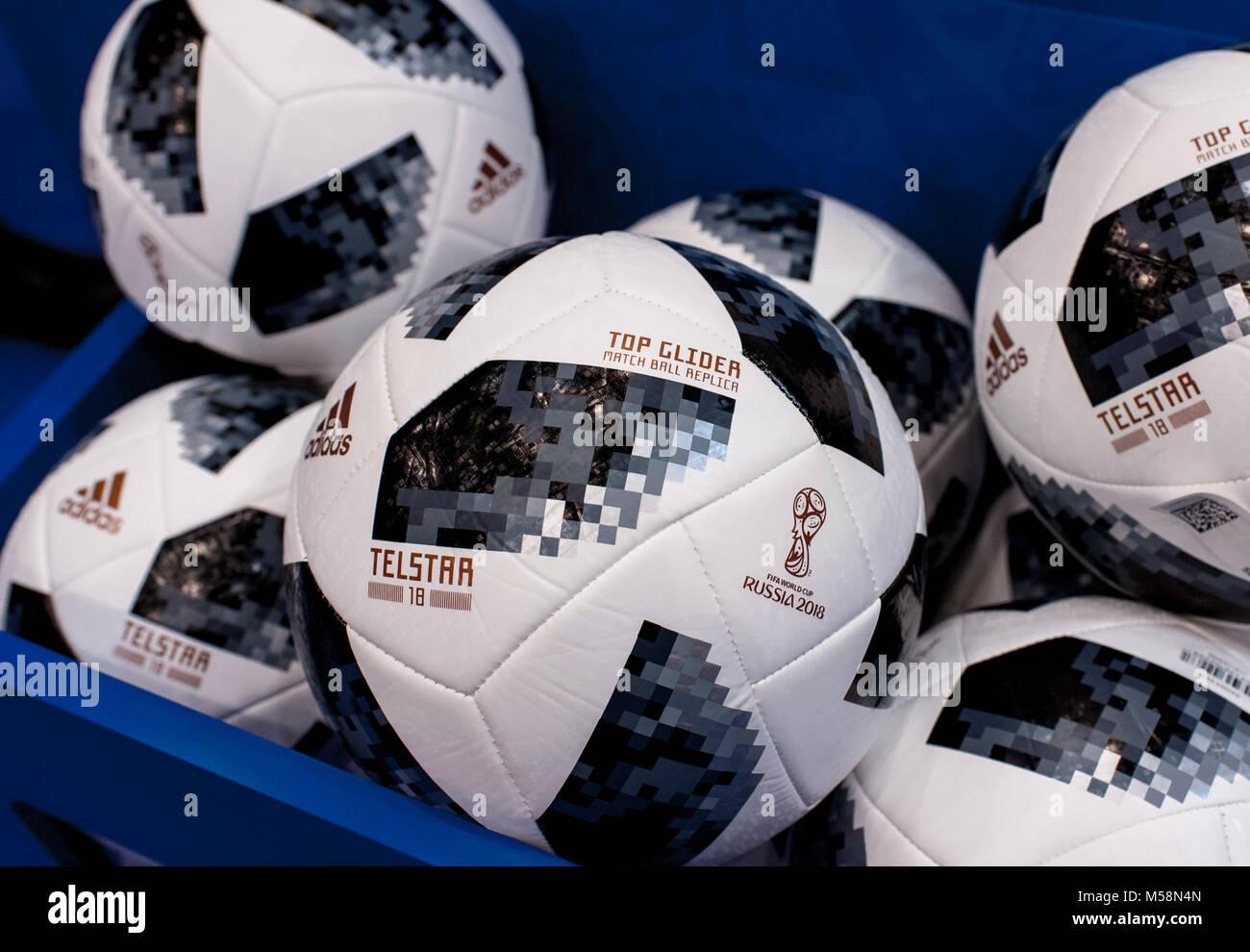55ac6192da2ea Adidas Telstar 2018 Imágenes De Stock   Adidas Telstar 2018 Fotos De ...