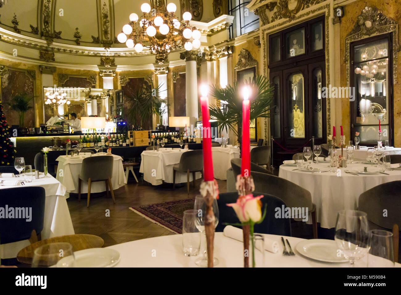 Interior del salón, un restaurante gourmet de 1905 en Belgrado, Serbia Foto de stock