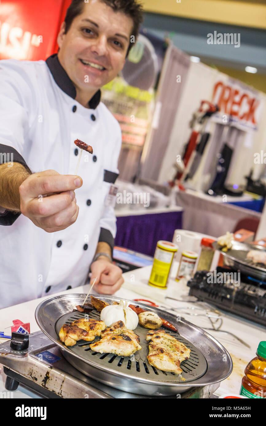 Decorar expositores compradores residenciales demostración de cocina ...