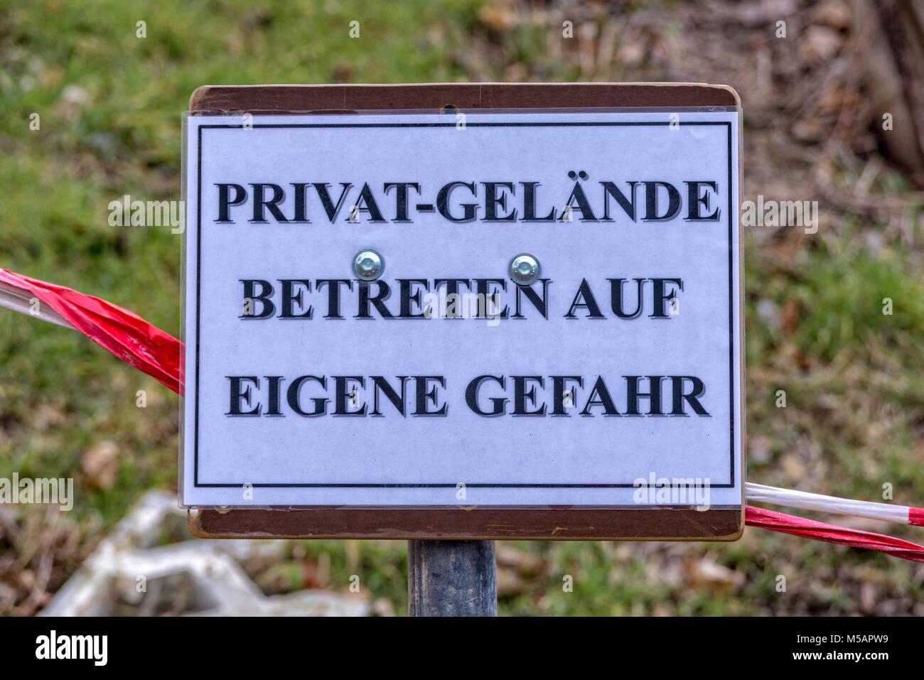 Jardines privados entrar a su propio riesgo Imagen De Stock