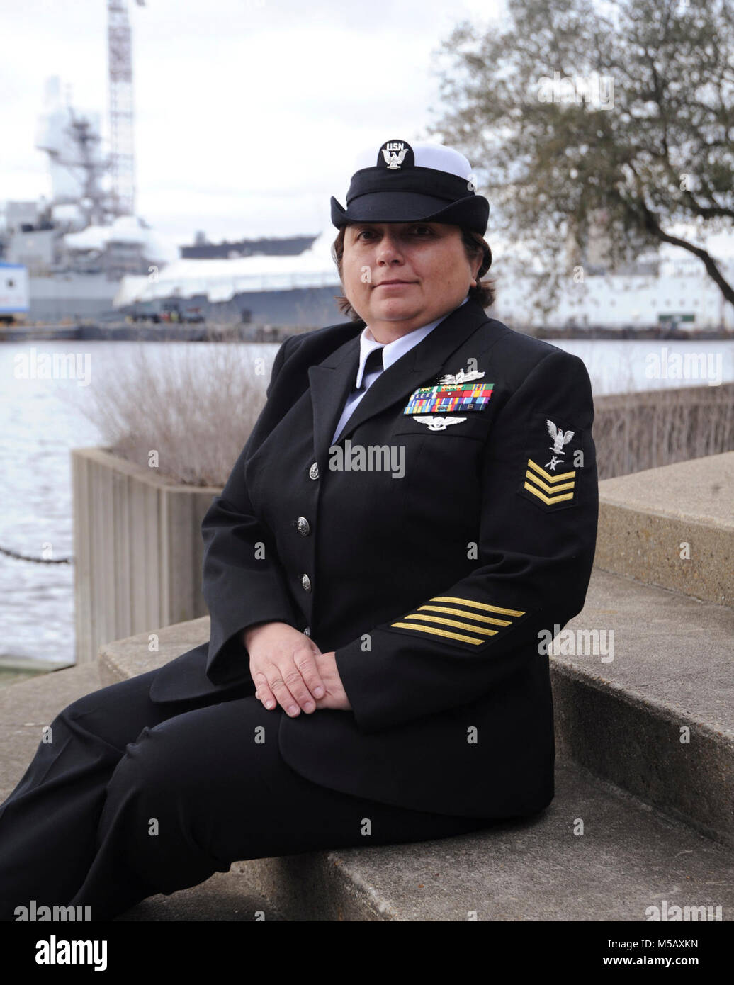 NORFOLK (Feb. 5, 2018) Legalman 1st Class Sherry Hoffman, un nativo de Biloxi, Mississippi, asignado al escuadrón Imagen De Stock
