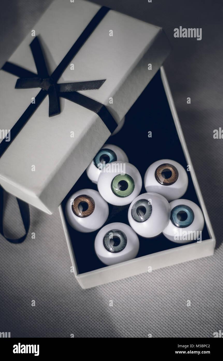 Una caja de globos oculares Imagen De Stock