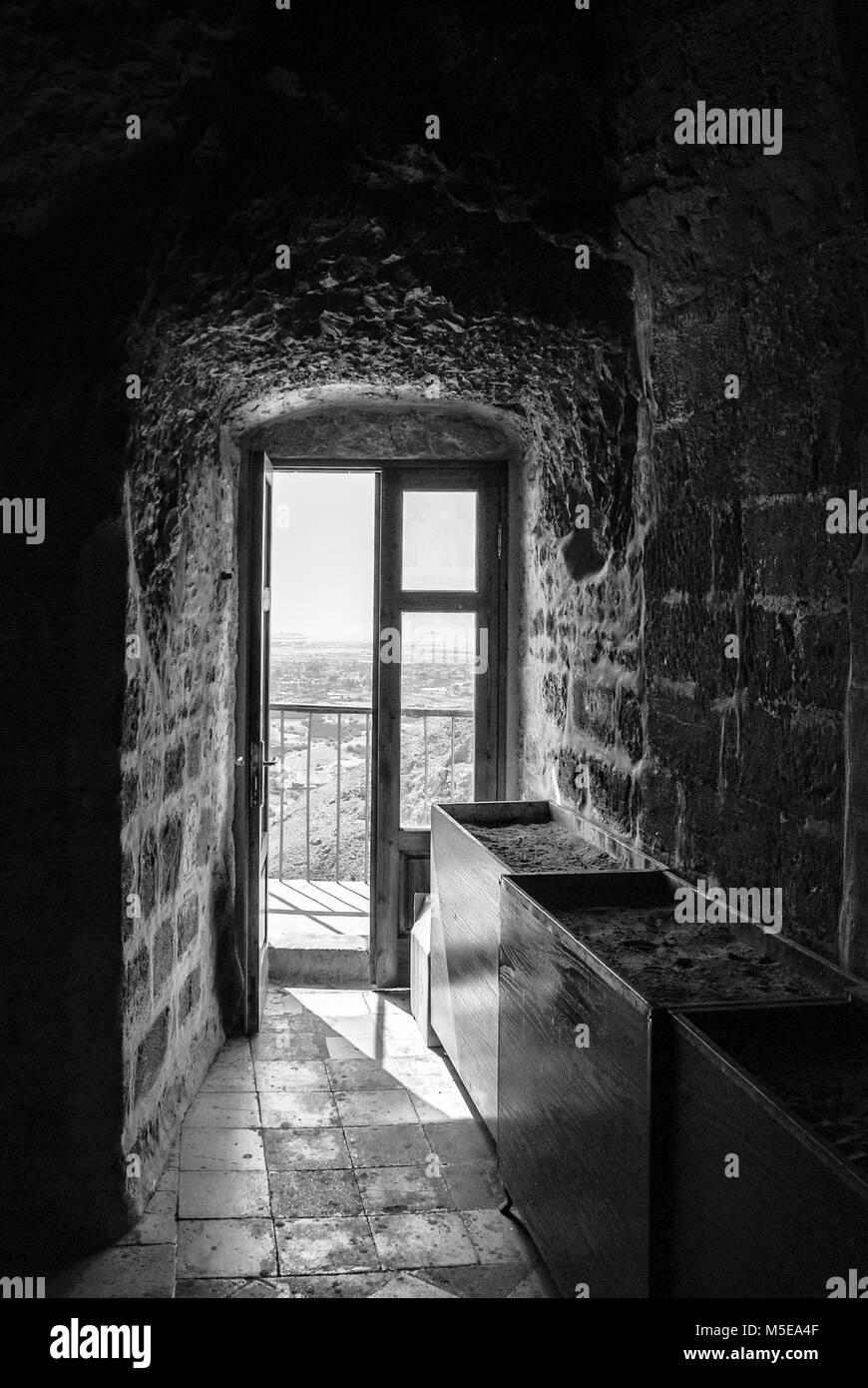 Fotografía En Blanco Y Negro De La Habitación Oscura Con