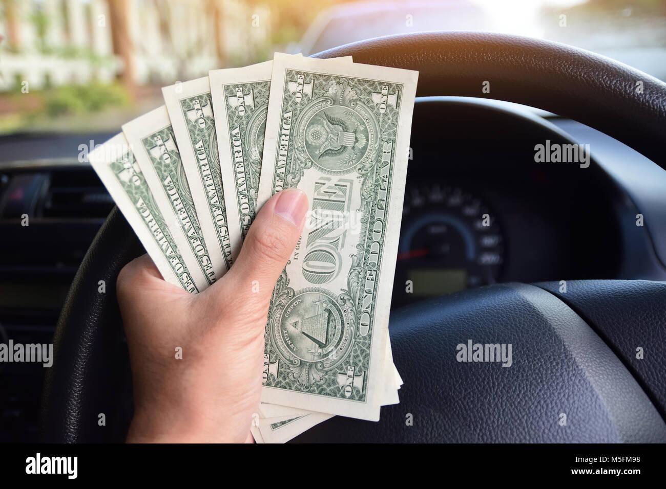 Dólar por cada día de compras,un dólar billete está en un piso de madera,Dinero de América Imagen De Stock