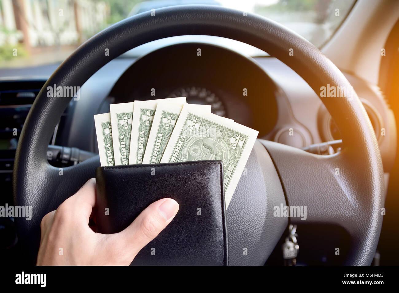 Dólar por cada día de compras,un dólar billete es en coche,Dinero de América Imagen De Stock
