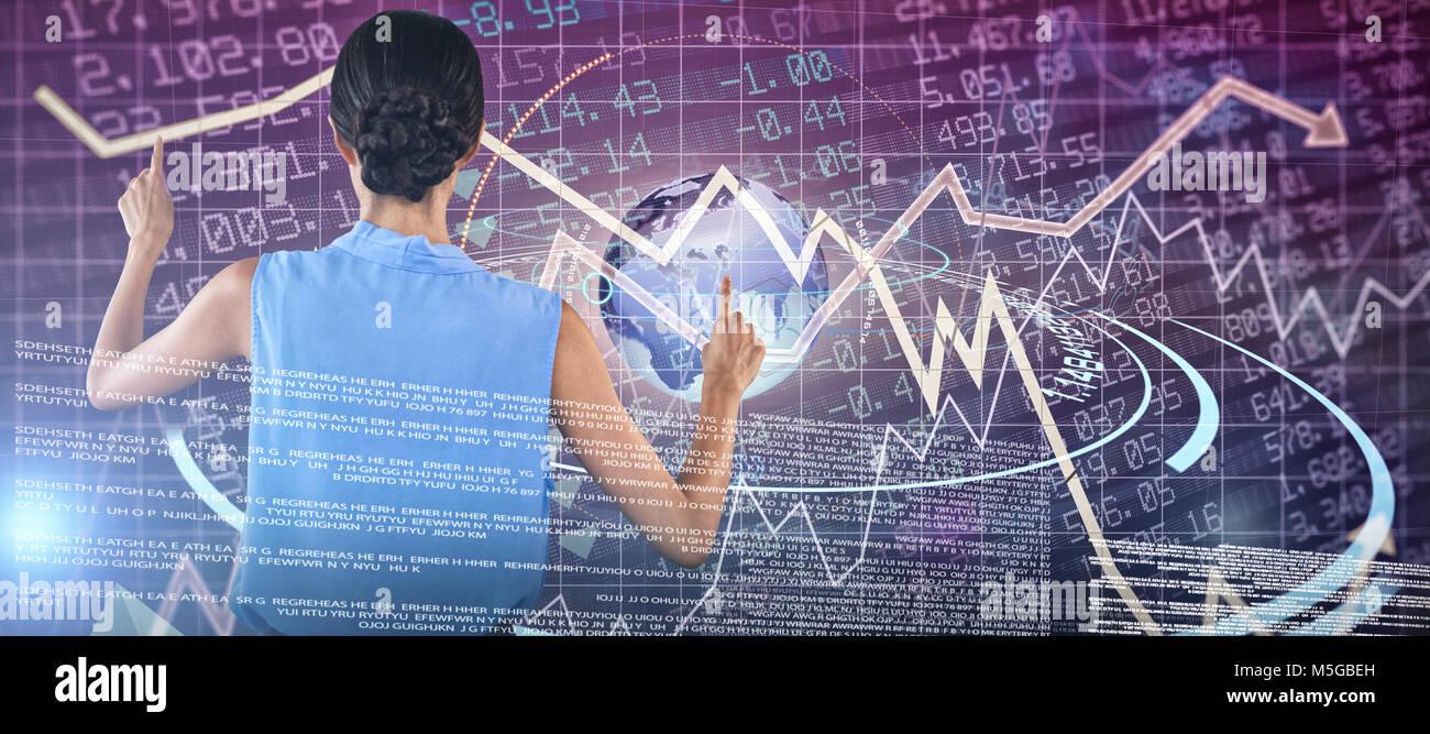 Imagen compuesta de vista trasera de la empresaria en ropa sin mangas apuntando en la interfaz Imagen De Stock