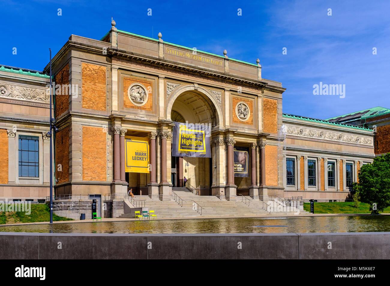 Copenhague, Dinamarca / Región Zelanda - 2017/07/26: centro de la ciudad - Galería Nacional edificio principal Foto de stock