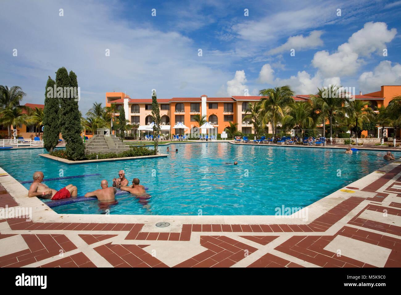 Senioren im piscina vom hotel cozumel cozumel mexiko for Follando en la piscina del hotel