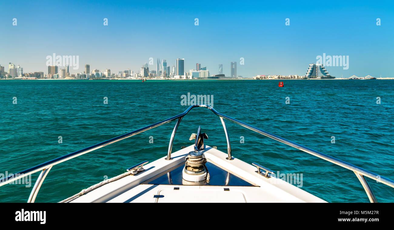 Horizonte de Manama desde el Golfo Pérsico. El Reino de Bahrein Imagen De Stock
