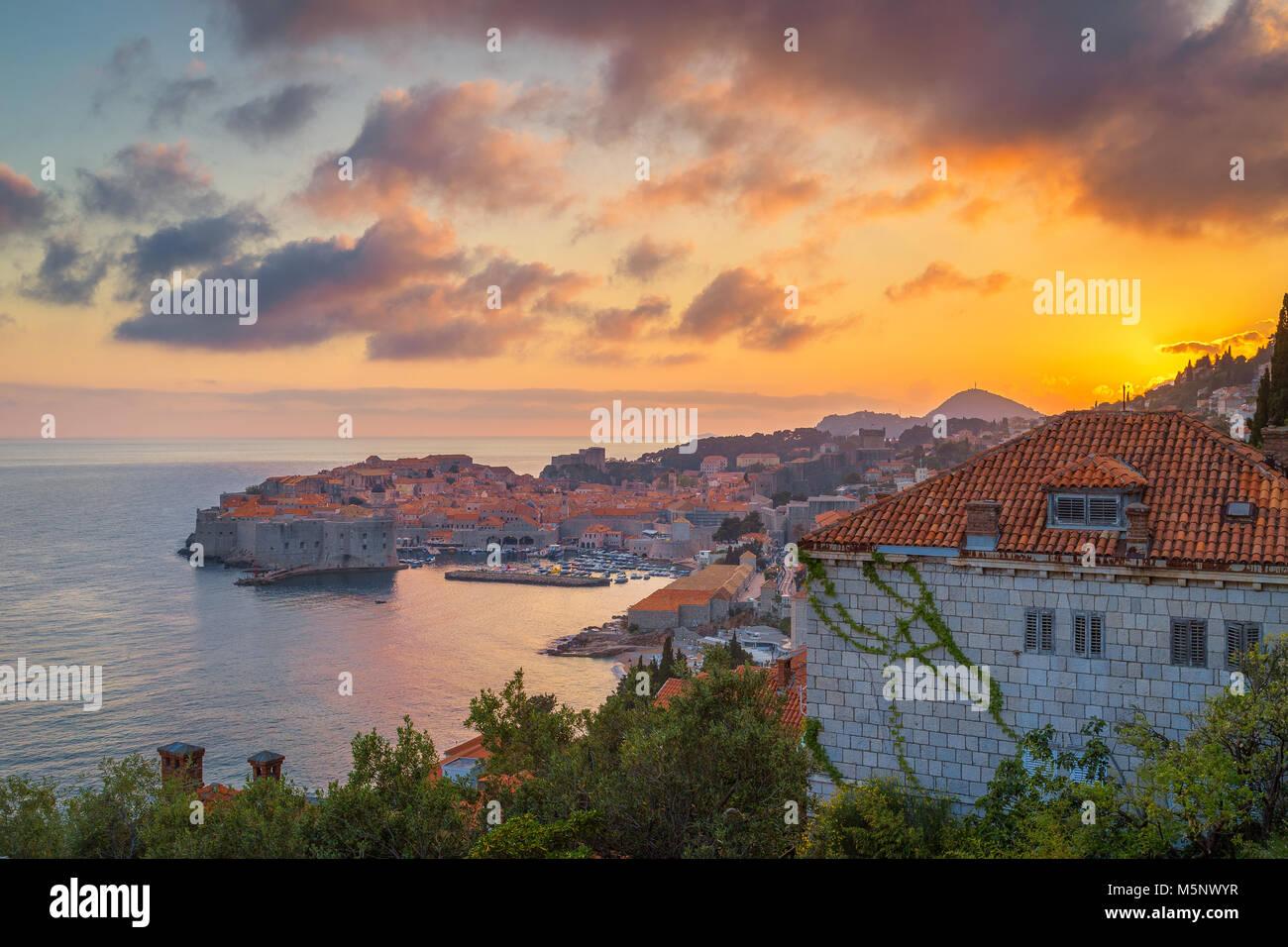 La histórica ciudad de Dubrovnik, uno de los más famosos destinos turísticos en el Mar Mediterráneo, Imagen De Stock