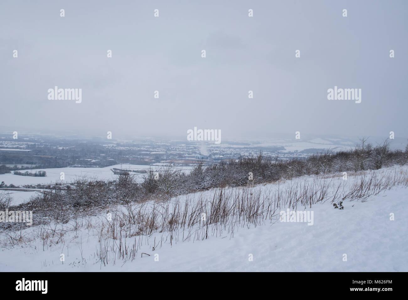 La nieve cubre la aldea de Eccles en Bluebell Hill en Kent Foto de stock