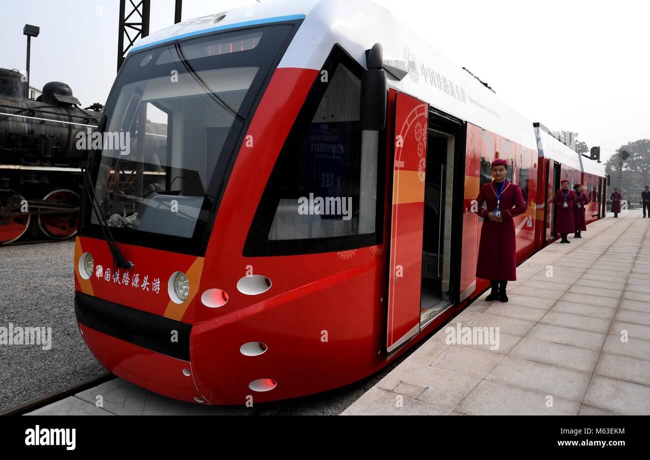 (180228) -- BEIJING, 28 de febrero de 2018 (Xinhua) -- Un tranvía alimentados por celdas de combustible de Imagen De Stock