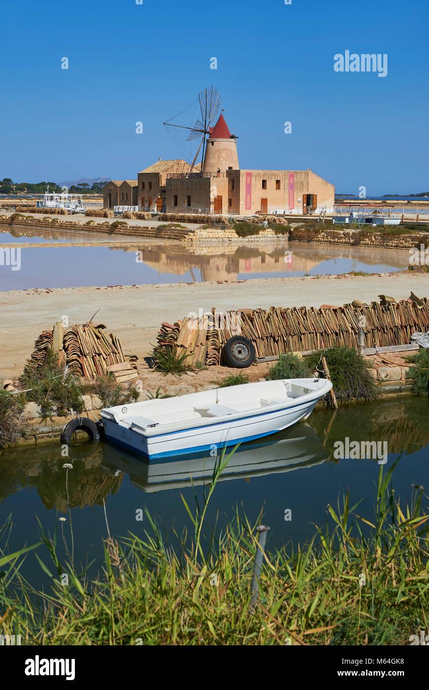 Fotos & Imágenes del Mulino d'Infersa (molino de viento Molino Infersa), Ettore salinas, della Laguna salina, Masala, Sicilia. Foto de stock