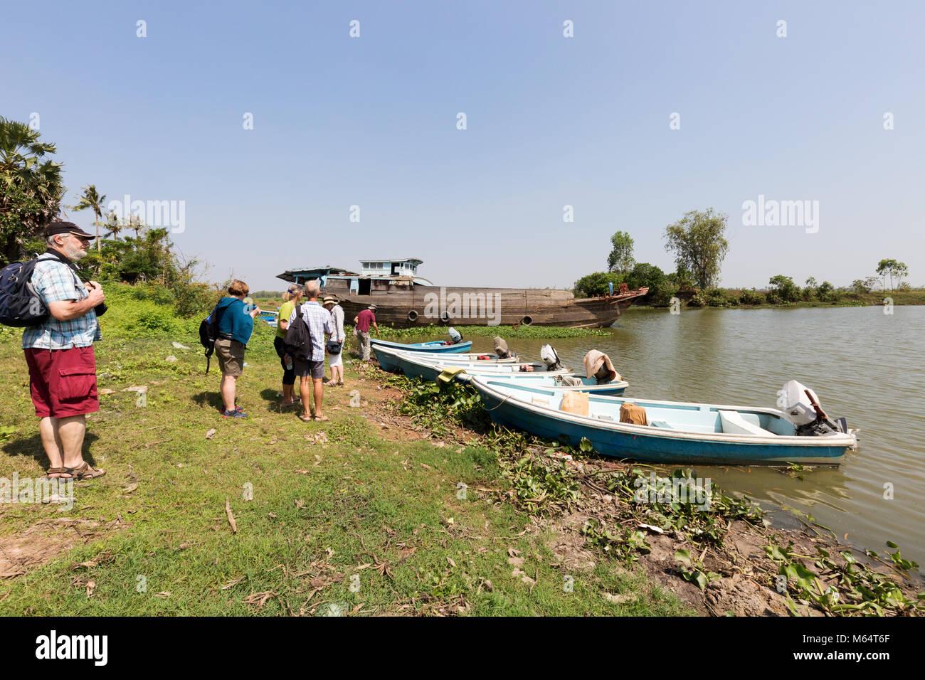 Camboya - Junta de Turismo turistas lanchas rápidas para un viaje por los canales de la Campiña Sur, Camboya, Imagen De Stock