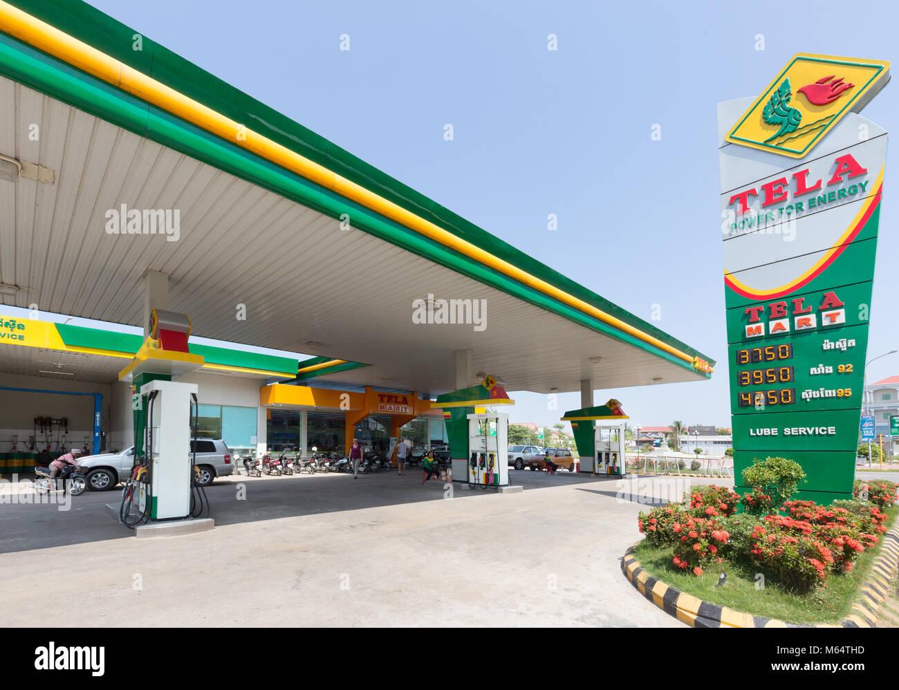 Tela Tela de combustible de petróleo - una estación de servicio en Kampot, Camboya, Asia Imagen De Stock