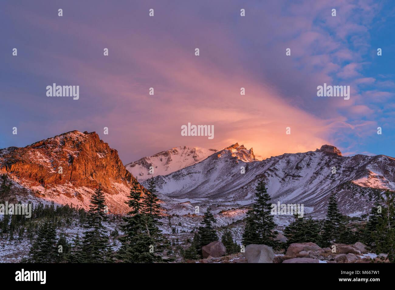 Amanecer, Pantera pradera, monte Shasta, el Bosque Nacional Shasta-Trinity, California Imagen De Stock
