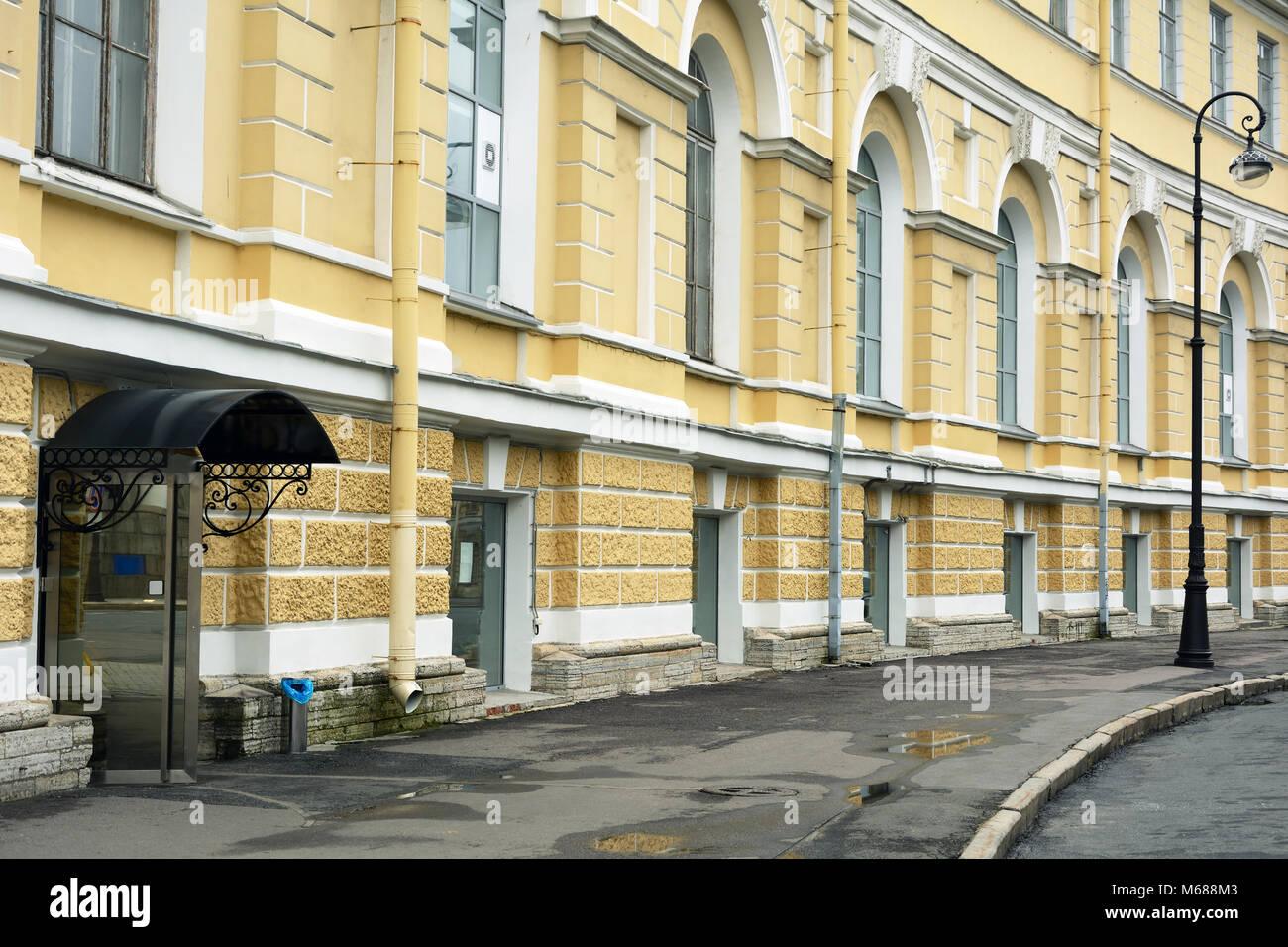 San Petersburgo, fachada del edificio almacén de \